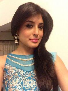 kritika Kritika Kamra, Bollywood Fashion, Bollywood Style, Cute Beauty, Beauty Queens, Indian Girls, Actors & Actresses, Saree, Sexy