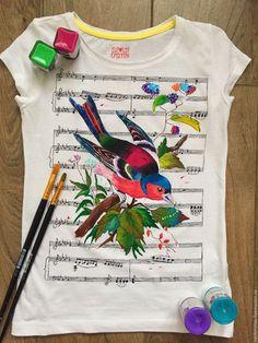 Купить Музыкальная птица - белый, рисунок на ткани, рисунок на заказ, рисунок на футболке, роспись одежды