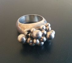 Signed 925 Vintage STERLING SILVER Ring Sz 8 Cluster Bead QUALITY 4138