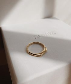 Handmade gold rings, engagement ring and wedding bands by RUUSK jewellery. - Handmade gold rings, engagement ring and wedding bands by RUUSK jewellery. Custo… Informations Abo - Diamond Jewelry, Jewelry Rings, Jewelery, Silver Jewelry, Diamond Earrings, Fine Jewelry, Jewelry Ideas, Jewellery Box, Flower Earrings