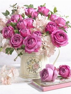 New Shabby Chic Flowers Arrangements Center Pieces Pink Roses 23 Ideas Shabby Chic Flowers, Floral Flowers, Flower Vases, Spring Flowers, Flowers Garden, Pink Centerpieces, Centerpiece Ideas, Flower Arrangements Simple, Wedding Table Flowers