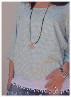 Blusa Frisa, camiseta puntulla y collar by Hirumendi