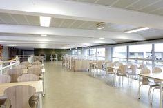 Aménagement espace restauration - ensemble scolaire Lasalle, Saint-Etienne, France. Agence Julien De Sousa Design - © crédit photo Studio Bisbee