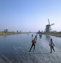 Holland on Skates. Ice skating the canals of the Netherlands, includes link for tour routes. Places To Travel, Places To See, Urban Life, Le Moulin, Future Travel, Ice Skating, Figure Skating, World Heritage Sites, Netherlands