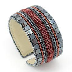 Украшения ручной работы: Браслет - nice use of tila beads on the edge - Natashabiser.com  - also love the wallpaper she has on her website