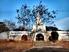 Una finca con entrada imitando la de la Plaza del Reloj de Cartagena, By Iván Lara.