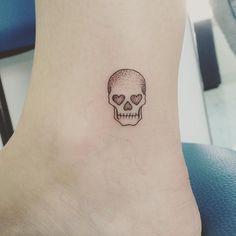 #blacktattoo #minimalisttattoo #tattoo #tatuagem #tattoowork #linetattoo…