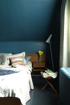 Turquoise Bedroom Paint Colors: Dark (and Surprisingly Soothing) Bedroom Walls Dark Blue Bedrooms, Dark Blue Walls, Blue Rooms, Teal Walls, Green Walls, Indigo Walls, White Walls, Bedroom Wall Colors, Bedroom Green