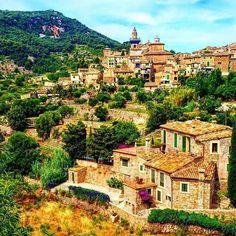 "Muchas gracias @palmesano2005 por compartir esta espectacular imagen de nuestro ""skyline""... #igersmallorca #travelblogger #mallorca #photooftheday #igers #viewpoint #picoftheday #blogger #igersbalears #valldemossa #spain #espana #visitvalldemossa #wanderlust #love #holiday #cute #instalike #instagood #architecture #summer #fun #tflers #happy #instadaily #beautiful"