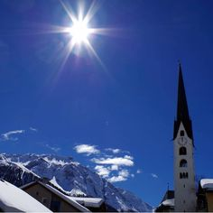 Zuoz #stmoritzsoul #switzerland #sun #church #village #sky #blue #travel #picoftheday #photooftheday #photography Switzerland, Sky, Building, Photography, Blue, Travel, Heaven, Photograph, Viajes