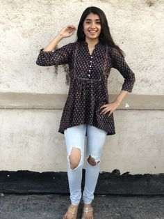 Pair it with narrow bottoms and there's your perfect work wear look. Simple Kurti Designs, Kurta Designs Women, Kurti Neck Designs, Ethnic Outfits, Indian Outfits, Casual Outfits, Ethnic Clothes, Casual Dresses, Frock Fashion