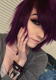 I want her hair Short Emo Haircuts, Hairstyles Haircuts, Scene Hairstyles, Short Dark Hair, Short Hair Cuts, Short Hair Styles, Emo Scene Hair, Punk, Dye My Hair