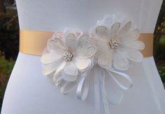 White and Gold Wedding Dress Sash Belt, Daisy Floral Bridal Sash, Gold &…