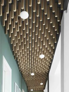 Wooden cladding - Create aesthetic solutions with interior lists Office Ceiling, Interior Architecture, Interior Design, Ceiling Detail, Design Fields, False Ceiling Design, Higher Design, Decorative Panels, Commercial Interiors