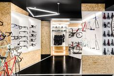 VÈLO7 cyclists needed a multifunctional space which could easily accommodate the functions of a bike shop, service and repair and a place for bike testing.