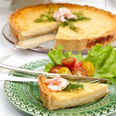 Garnera gärna Västerbottenspajen med dill och färska räkor vid servering.