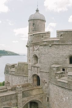 7 Manors And Best Castles In Cornwall To Visit Inglaterra. Great Places, Places To See, Beautiful Places, Monuments, Chateau Medieval, British Traditions, Cornwall England, Yorkshire England, Yorkshire Dales