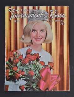 PASADENA TOURNAMENT OF ROSES PICTORIAL 1967 Royal Court, Queens, Roses, Crown, Gifts, Corona, Presents, Pink, Rose