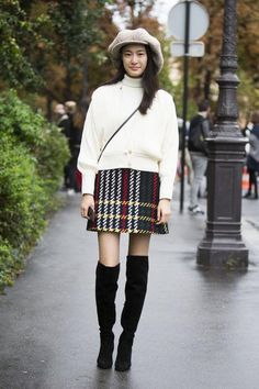 Cute ideas to wear to Thanksgiving dinner: a turtleneck, plaid mini skirt, and over-the-knee boots. Click for more!
