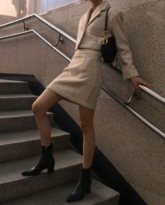 style by antonella ( Look Fashion, Skirt Fashion, Korean Fashion, Fashion Outfits, Womens Fashion, Woman Outfits, Business Chic, Business Fashion, Office Outfits