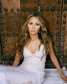 Amanda Bynes has fantastic hair. Everytime I get my hair cut and colored, this is the image I take with me..for the past 3 years and running.