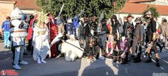 dark_souls_and_bloodborne_cosplayers_group_by_ladymoonshiner-d9l13gz.jpg (1024×467)