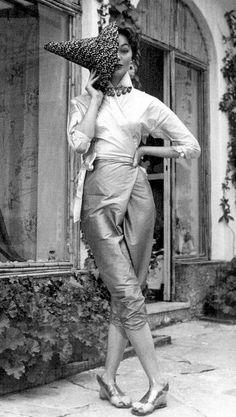Classy 50's Look :      Picture    Description  Ivy Nicholson in Emilio Pucci, 1954.    - #50s https://looks.tn/style/50s/classy-50s-look-ivy-nicholson-in-emilio-pucci-1954/