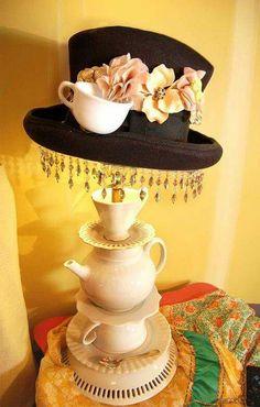 Home accessories inspired by Alice in Wonderland- Wohnaccessoires inspiriert von Alice im Wunderland Lamp inspired by Alice in Wonderland hat and cups - Diy Luminaire, Diy Lampe, Alice In Wonderland Bedroom, Wonderland Party, Tea Cup Lamp, Victorian Lamps, Victorian Lighting, Custom Shades, Hall Design