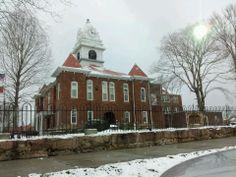 Morgan County Court House in Wartburg, TN