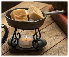 Swan Creek Candle® Iron Skillet Wax Melter Set | Bass Pro Shops #mothersdaygifts #rustic #cabin #lodge