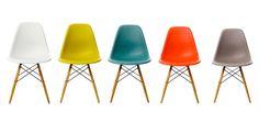 Eames Plastic Side Chair Charles & Ray Eames, 1950 De Eames Plastic Side Chair dateert uit dezelfde tijd als de legendarische Fiberglass Chair. Hij ontstond in samenwerking met Zenith Plastics voor de Low Cost Furniture Design-wedstrijd van het Museum of Modern Art in New York en was de eerste industrieel vervaardigde stoel van kunststof.