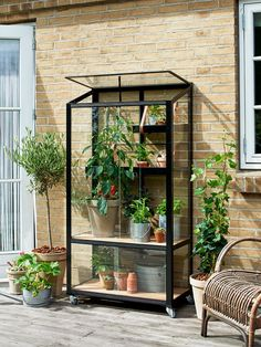 Build A Greenhouse, Greenhouse Gardening, Veranda Aluminium, Types Of Plants, Heating Systems, Woodworking Shop, Garden Tools, Things To Come, Outdoor Structures