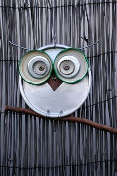 Groovy Green Designs: Ideas For DIY Garden Art | Save those lids and caps from your recycling and make a cute owl.
