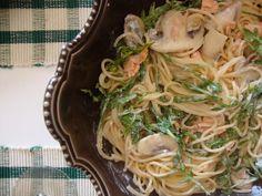 Esparguete com salmão e rucula