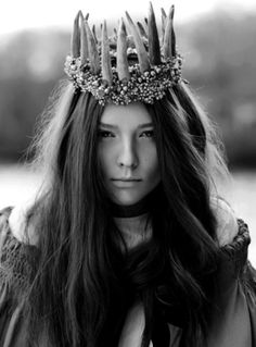 oh to wear a faerie crown & dance amongst the fae