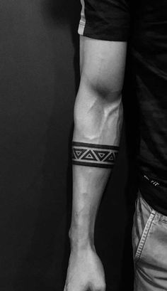 Tribal tattoo: origin, meaning and inspiring photos - My Tattoo - Who said it& only a woman who likes discreet tribal tattoos - Tribal Band Tattoo, Wrist Band Tattoo, Forearm Band Tattoos, Tribal Shoulder Tattoos, Forarm Tattoos, Geometric Tribal Tattoo, Tattos, Band Tattoos For Men, Wrist Tattoos For Guys
