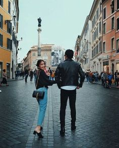 KathNiel in Rome Daniel Padilla, Kathryn Bernardo Outfits, Daniel Johns, Filipina Beauty, Child Actresses, Couple Relationship, Cute Couples Goals, Queen, Celebrity Couples