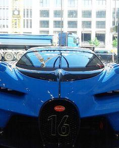#bugatti #bugattichiron #l4l #blue #bugattichiron2016 #real #drive #like4like #berlin #f4f #bossmodus #16 by giulio.freiburg