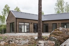 intressantahus-erikssonborgegard-004 Fasad Modern Barn, Modern Farmhouse, House In The Woods, My House, L Shaped House, Solar House, Forest House, Facade House, Interior Exterior