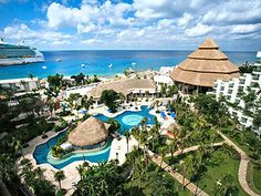 mexico Sr Pablo González Carbonell, the President of the Royal Holiday Club group Park Royal Cancun, Royal Park, Cozumel Mexico, Beautiful Places To Travel, Outdoor, Serenity, Shelter, Tropical, Spaces