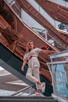 I recently visited the newest land mark of NYC: The Vessel New York. Here's all you need to know + a fun video. New York S, New York City, Hudson Yards, Jogging Bottoms, Zara Shorts, Fun Shots, Black Milk, New York Travel, Fashion Bloggers