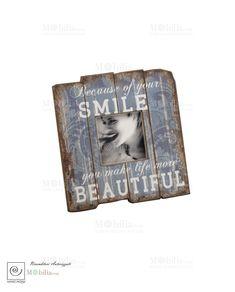 Portafoto Pannello Vintage Mascagni,in legno, con bordi decapati, impreziosito da una romatica scritta in inglese. Scopri le promozioni su Mobilia Store...