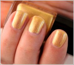 Chanel Gold Fingers Le Vernis / Nail Lacquer Review, Photos, Swatches    2 Coats