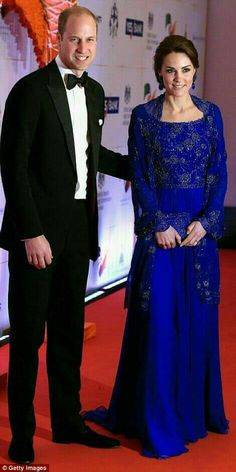 Catherine, Duchess of Cambridge and Prince William, Duke of Cambridge arrive for a Bollywood Inspired Charity Gala at the Taj Mahal Palace Hotel during the royal visit to India and Bhutan on April 2016 in Mumbai, India. Looks Kate Middleton, Estilo Kate Middleton, Kate Middleton Photos, Duchess Kate, Duke And Duchess, Principe William Y Kate, Princesse Kate Middleton, Herzogin Von Cambridge, Prince William And Catherine