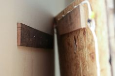 How to make an easy weekend DIY Distressed Headboard from salvaged wood pallets. Gorgeous, shabby-chic headboard with step-by-step tutorial instructions and pictures! Rustic Wooden Headboard, Shabby Chic Headboard, Distressed Headboard, Custom Headboard, Diy Headboards, Plywood Headboard Diy, Headboard Pallet, Headboard Ideas, Reclaimed Wood Projects
