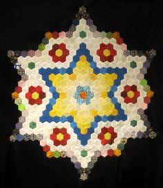Bevor  das Jahr zu Ende ist, wollte ich euch doch noch schnell zeigen, was  bisher aus den Hexagons aus meiner Restekiste geworden ist....