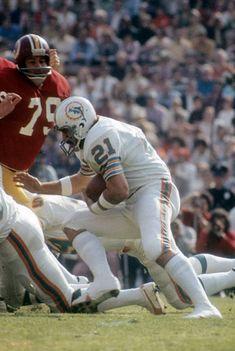 Dolphins RB Jim Kiick School Football, Nfl Football, Football Players, Football Photos, Sports Photos, 1972 Miami Dolphins, Dolphin Photos, Football Conference, Sports Figures