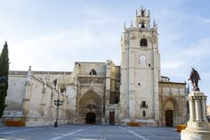 Valencia Spain, Notre Dame, Places To Go, Building, Travel, Bella, Camper, Instagram, Spain Tourism