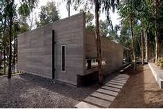 Modern flat roof house blends in harmoniously with the forest ...