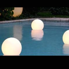 Evening wedding by the pool. Just balloons! @Heather Alford It looks good though, right?